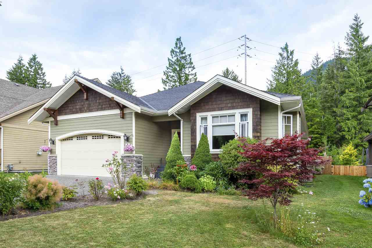 """Main Photo: 41424 DRYDEN Road in Squamish: Brackendale House for sale in """"BRACKEN ARMS"""" : MLS®# R2480357"""