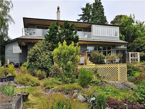 Main Photo: 1575 Montgomery Avenue in VICTORIA: Vi Rockland Residential for sale (Victoria)  : MLS®# 318035