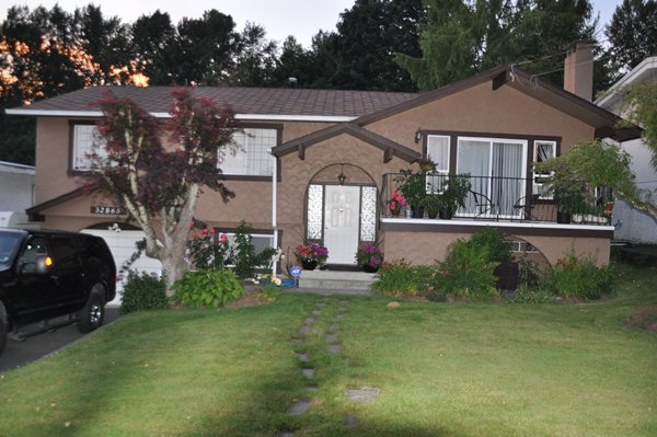 """Photo 2: Photos: 32865 12TH Avenue in Mission: Mission BC House for sale in """"CEDAR/CADE BARR"""" : MLS®# F1304927"""