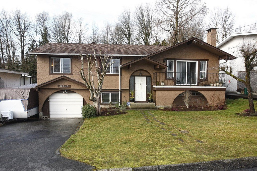 """Photo 4: Photos: 32865 12TH Avenue in Mission: Mission BC House for sale in """"CEDAR/CADE BARR"""" : MLS®# F1304927"""