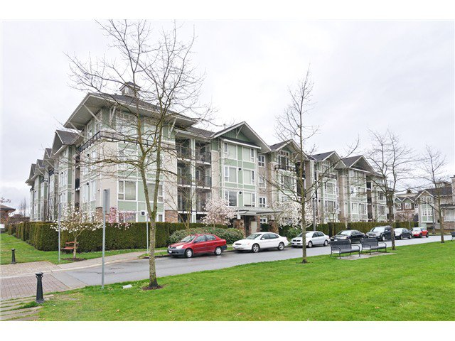 "Main Photo: 111 7089 MONT ROYAL Square in Vancouver: Champlain Heights Condo for sale in ""CHAMPLAIN VILLAGE"" (Vancouver East)  : MLS®# V1019730"