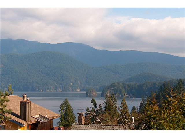 Photo 5: Photos: 2045 CLIFFWOOD RD in North Vancouver: Deep Cove House for sale : MLS®# V1106333