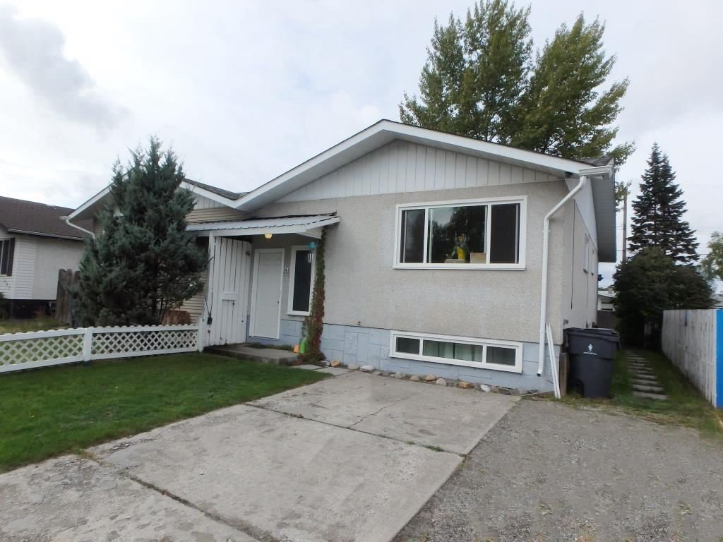 Main Photo: 543 WAINWRIGHT STREET in : Crescents House 1/2 Duplex for sale : MLS®# R2209219