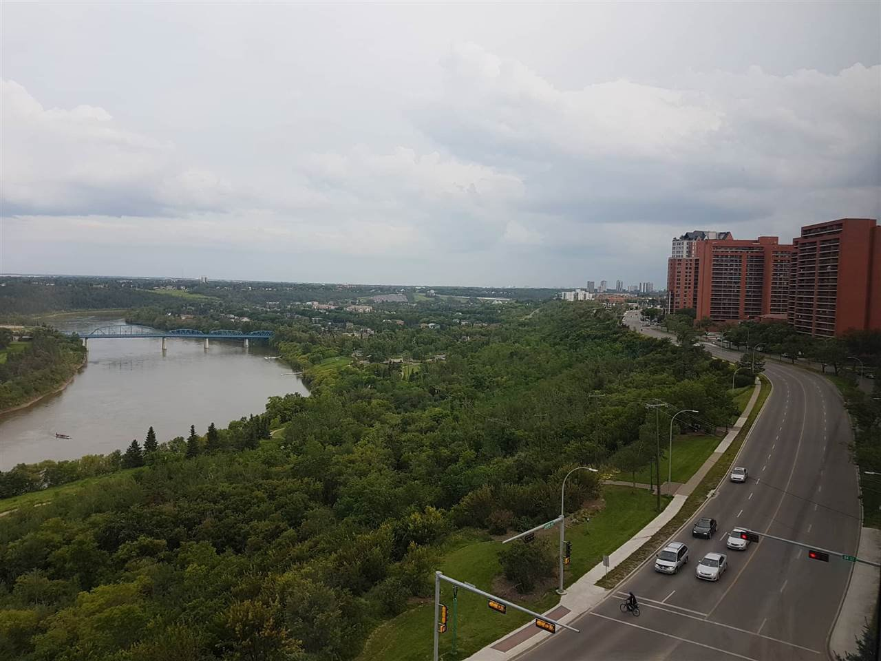 Main Photo:  in Edmonton: Zone 09 Condo for sale : MLS®# E4170413