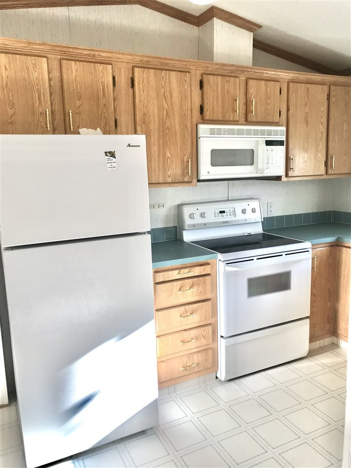 Photo 5: Photos: 39 1000 INVERNESS Road in Prince George: Aberdeen PG Manufactured Home for sale (PG City North (Zone 73))  : MLS®# R2416632