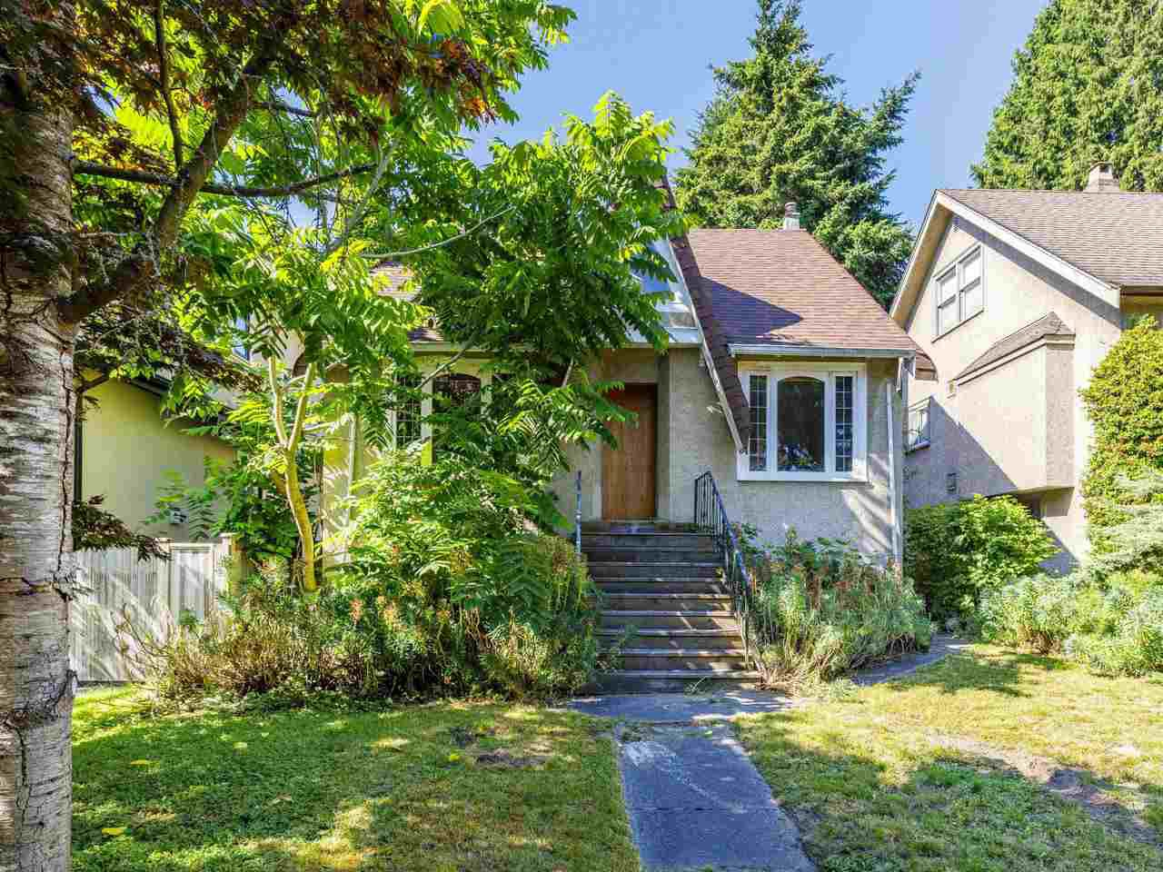 "Main Photo: 3941 W 33RD Avenue in Vancouver: Dunbar House for sale in ""DUNBAR"" (Vancouver West)  : MLS®# R2477713"
