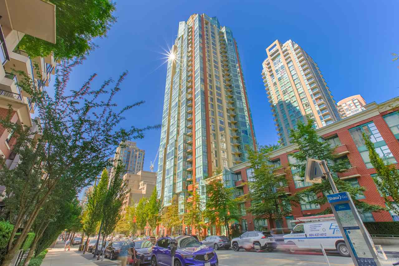 "Main Photo: 909 939 HOMER Street in Vancouver: Yaletown Condo for sale in ""THE PINNACLE"" (Vancouver West)  : MLS®# R2489940"