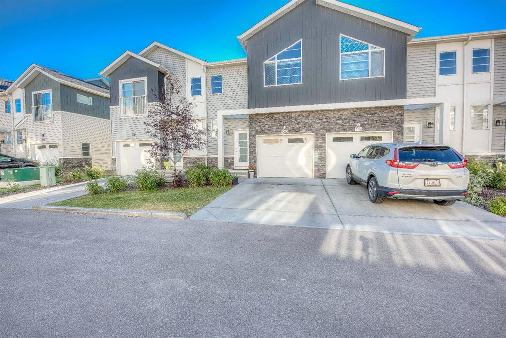Main Photo: 550 Redstone View NE in Calgary: Redstone Row/Townhouse for sale : MLS®# A1038452