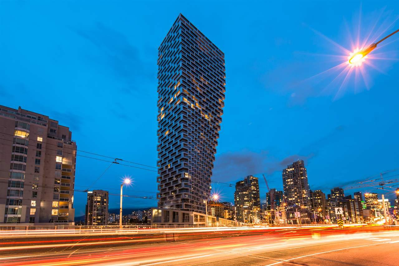 Main Photo: 1208 1480 HOWE STREET in Vancouver: Yaletown Condo for sale (Vancouver West)  : MLS®# R2427901