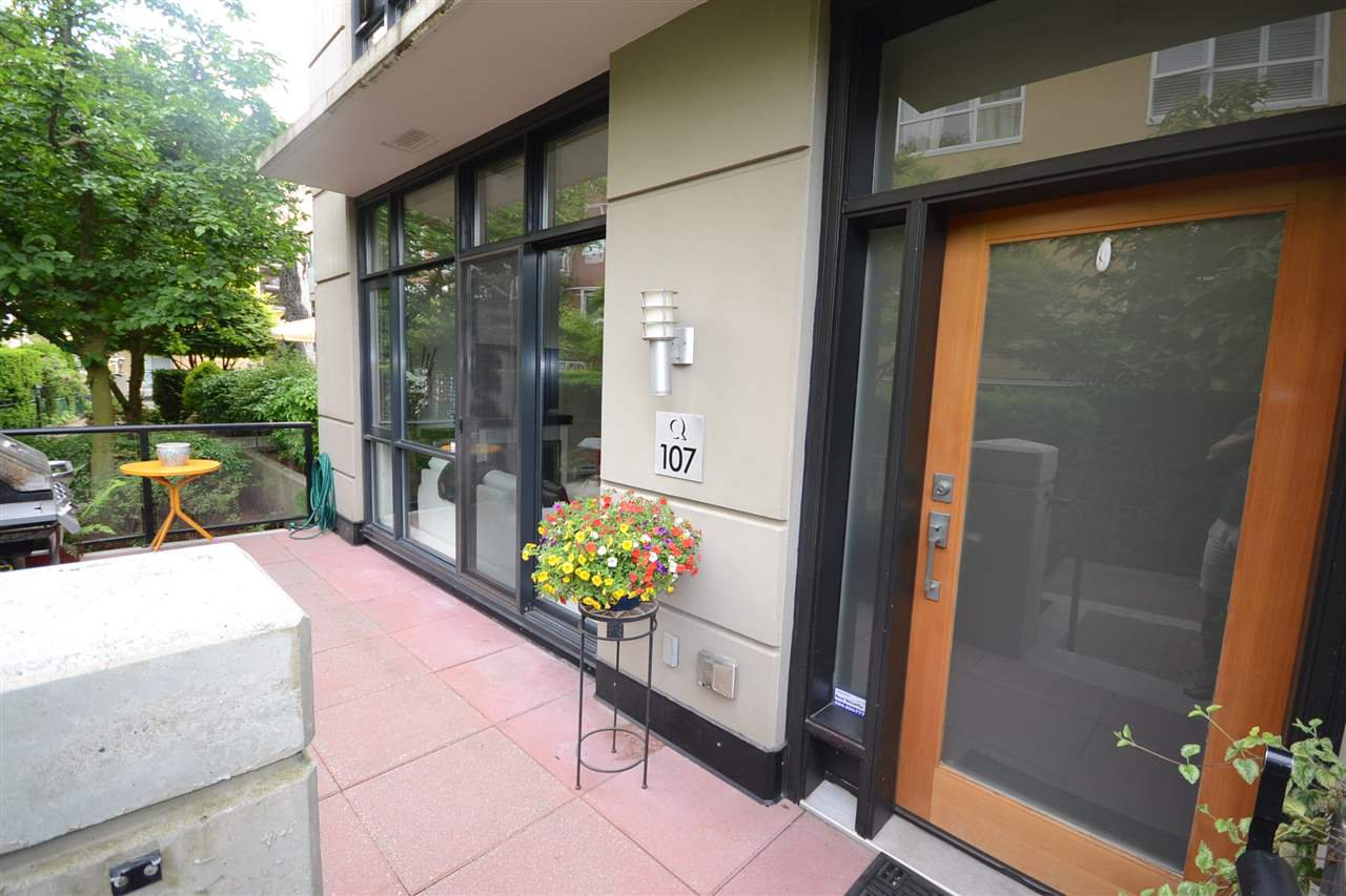 Main Photo: TH107 1 RENAISSANCE SQUARE in New Westminster: Quay Townhouse for sale : MLS®# R2272582