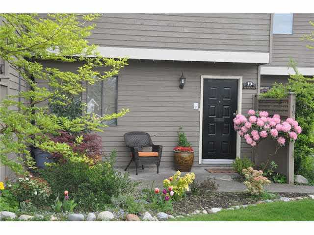 Main Photo: : Condo for sale : MLS®# R2238759