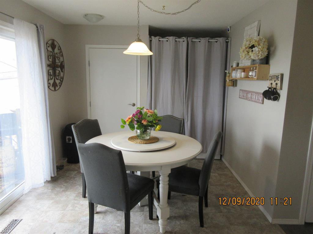 Photo 8: Photos: 5205 45 Street in Rimbey: NONE Residential for sale : MLS®# A1033139