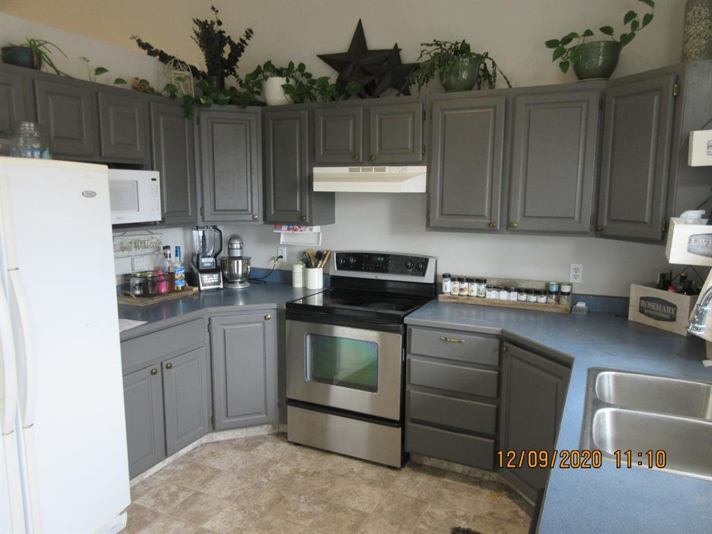 Photo 5: Photos: 5205 45 Street in Rimbey: NONE Residential for sale : MLS®# A1033139