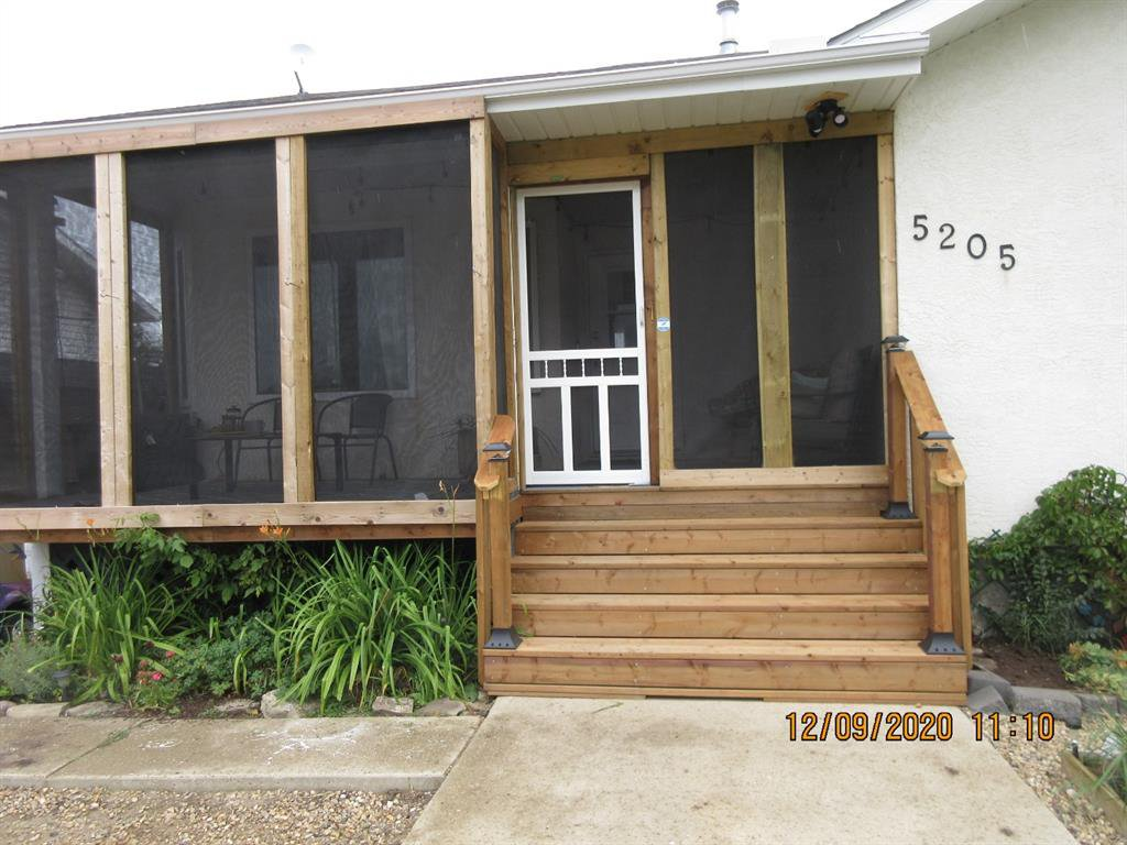 Photo 2: Photos: 5205 45 Street in Rimbey: NONE Residential for sale : MLS®# A1033139