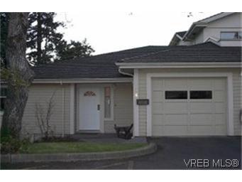 Main Photo: 38 850 Parklands Dr in VICTORIA: Es Gorge Vale Row/Townhouse for sale (Esquimalt)  : MLS®# 324746