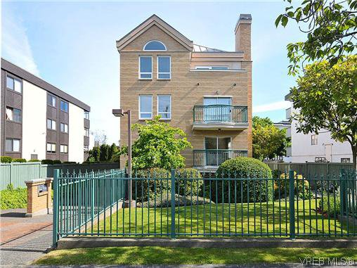 Main Photo: 201 1037 Richardson St in VICTORIA: Vi Fairfield West Condo Apartment for sale (Victoria)  : MLS®# 610474