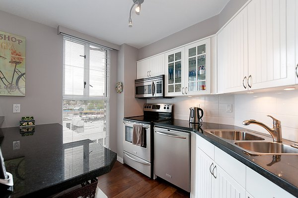 Photo 11: Photos: 805 1633 W 8TH Avenue in Vancouver: Fairview VW Condo for sale (Vancouver West)  : MLS®# V972144