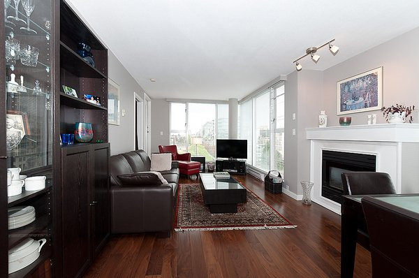 Photo 2: Photos: 805 1633 W 8TH Avenue in Vancouver: Fairview VW Condo for sale (Vancouver West)  : MLS®# V972144