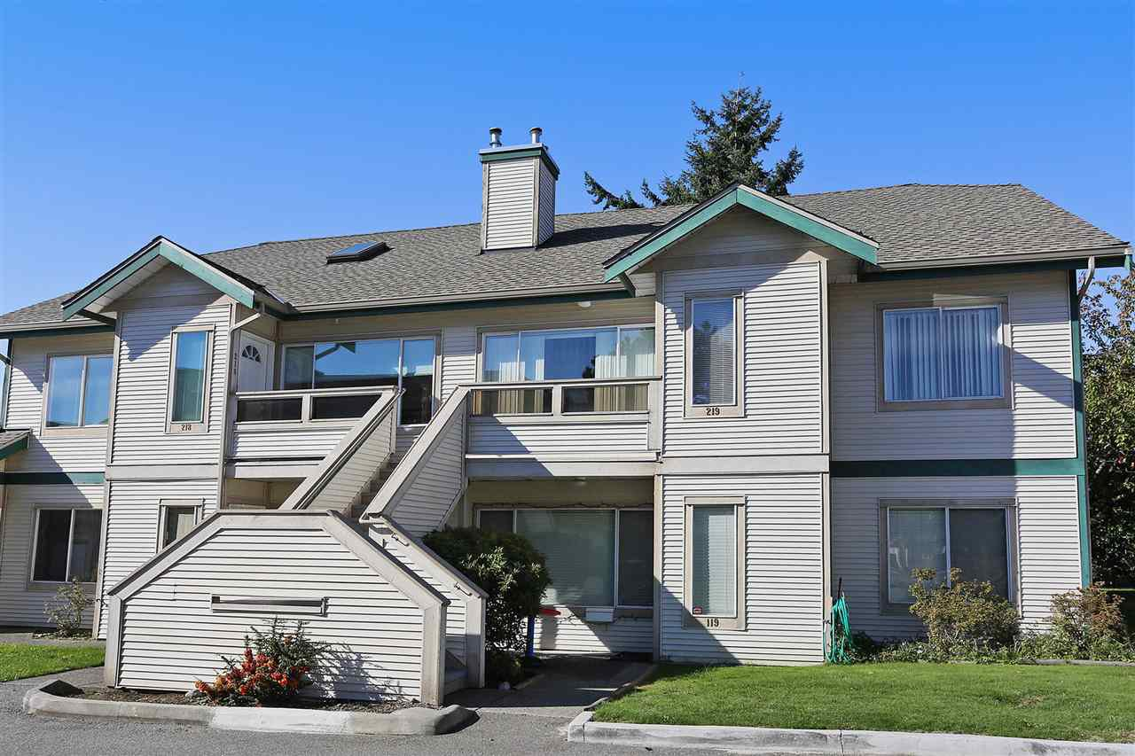 Main Photo: 219 7837 120A STREET in Surrey: West Newton Townhouse for sale : MLS®# R2116877