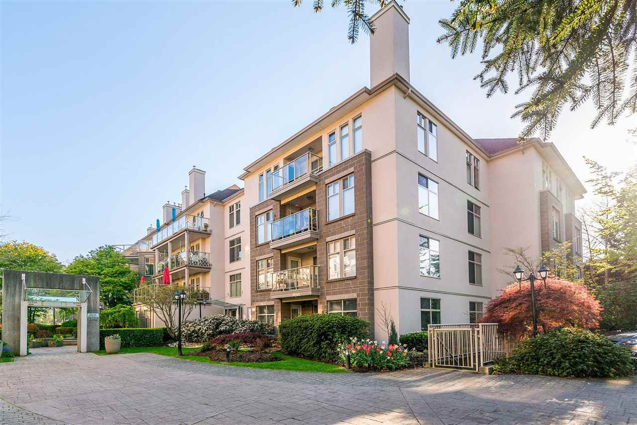 "Main Photo: 401 15340 19A Avenue in Surrey: King George Corridor Condo for sale in ""STRATFORD GARDENS"" (South Surrey White Rock)  : MLS®# R2390393"
