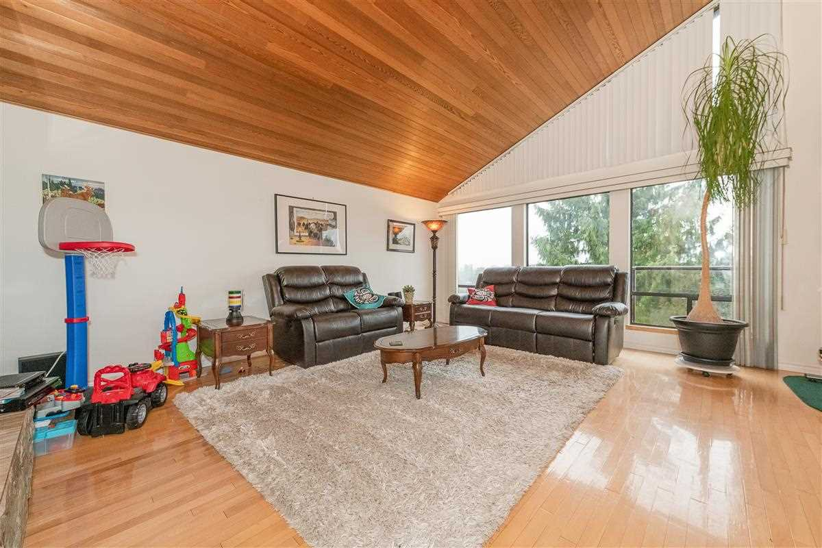Photo 2: Photos: 2943 KEETS DRIVE in Coquitlam: Ranch Park House for sale : MLS®# R2413200