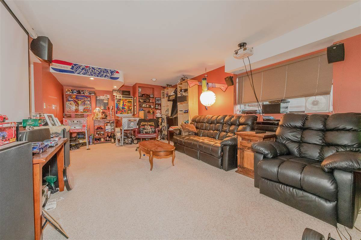 Photo 13: Photos: 2943 KEETS DRIVE in Coquitlam: Ranch Park House for sale : MLS®# R2413200