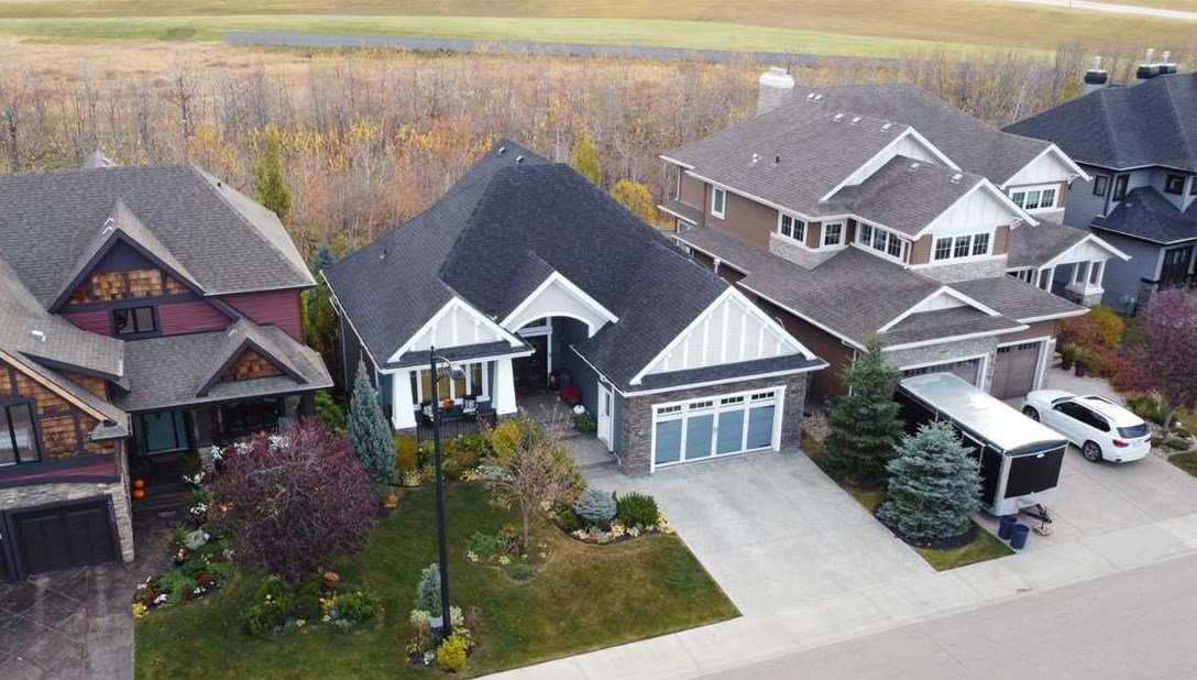 Main Photo: 4023 WHISPERING RIVER Drive in Edmonton: Zone 56 House for sale : MLS®# E4218312
