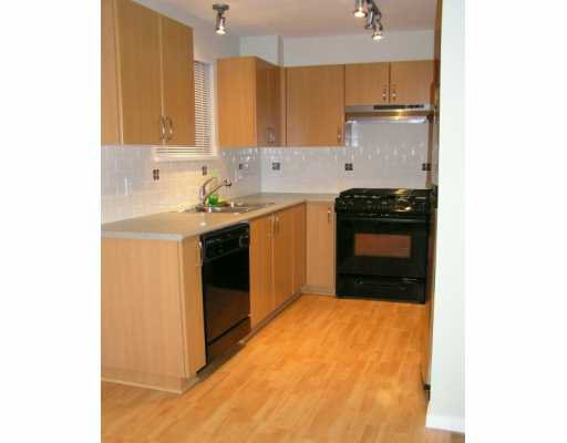 """Photo 4: Photos: 200 KLAHANIE Drive in Port Moody: Port Moody Centre Condo for sale in """"SALAL"""" : MLS®# V627818"""