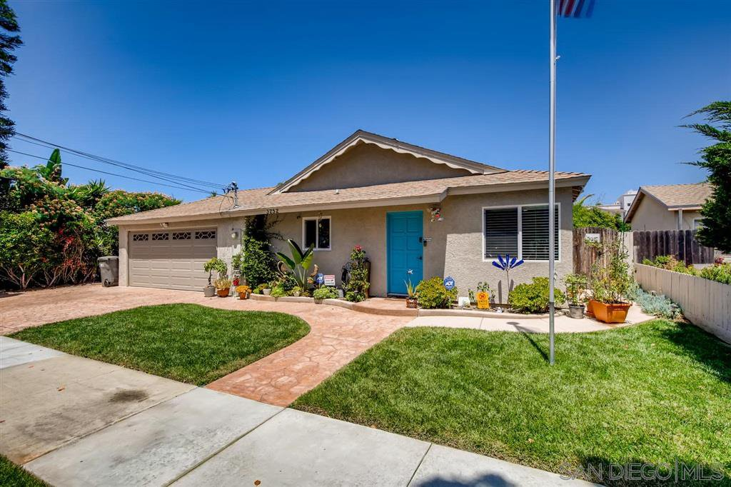 Main Photo: OCEANSIDE House for sale : 4 bedrooms : 3252 Carolyn Circle