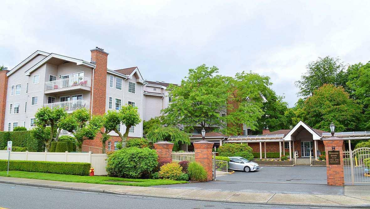 "Main Photo: 406 2963 BURLINGTON Drive in Coquitlam: North Coquitlam Condo for sale in ""BURLINGTON ESTATES"" : MLS®# R2483233"