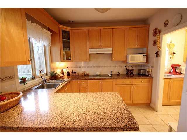 """Photo 5: Photos: 6216 SPERLING Avenue in Burnaby: Upper Deer Lake 1/2 Duplex for sale in """"UPPER DEER LAKE"""" (Burnaby South)  : MLS®# V998192"""
