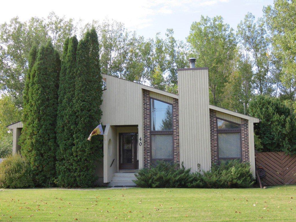 Main Photo: 40 Juniper Drive in Oakbank: Single Family Detached for sale : MLS®# 1528682