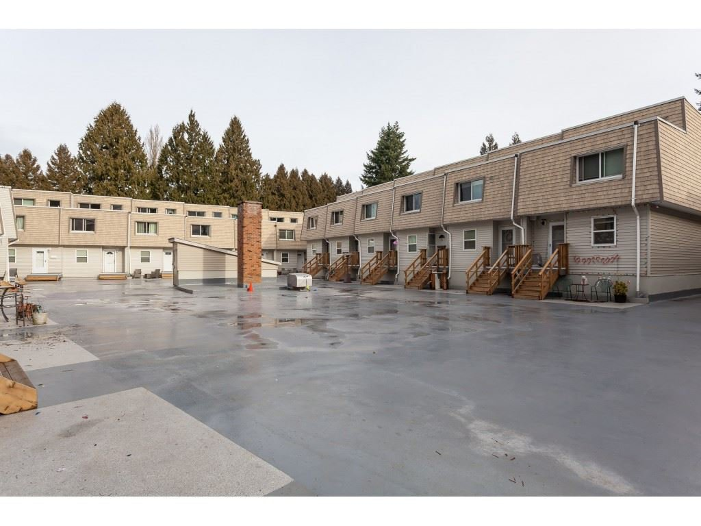 """Main Photo: 15 33293 E BOURQUIN Crescent in Abbotsford: Central Abbotsford Townhouse for sale in """"Brighton Court"""" : MLS®# R2432504"""