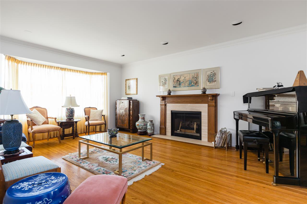Photo 2: Photos: 366 W 26TH Avenue in Vancouver: Cambie House for sale (Vancouver West)  : MLS®# R2449624