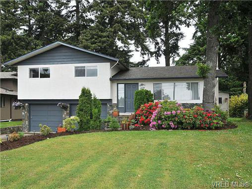 Main Photo: 1070 Lucas Ave in VICTORIA: SE Lake Hill House for sale (Saanich East)  : MLS®# 642307