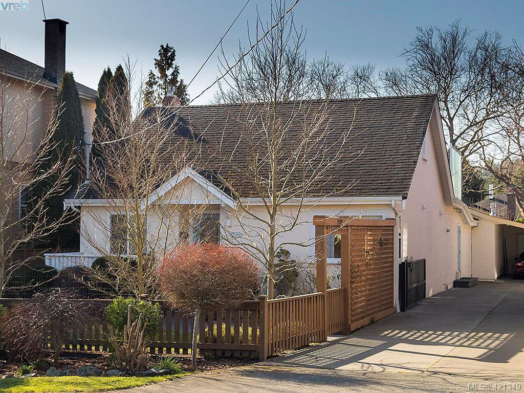 Main Photo: 2595 Penrhyn St in VICTORIA: SE Cadboro Bay House for sale (Saanich East)  : MLS®# 833928