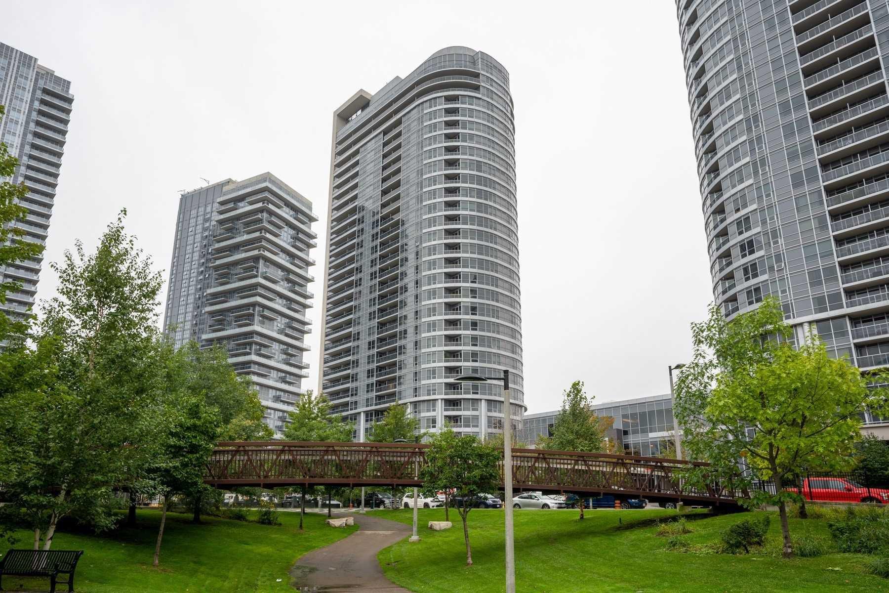 Main Photo: 118 181 Village Green Square in Toronto: Agincourt South-Malvern West Condo for sale (Toronto E07)  : MLS®# E4906059
