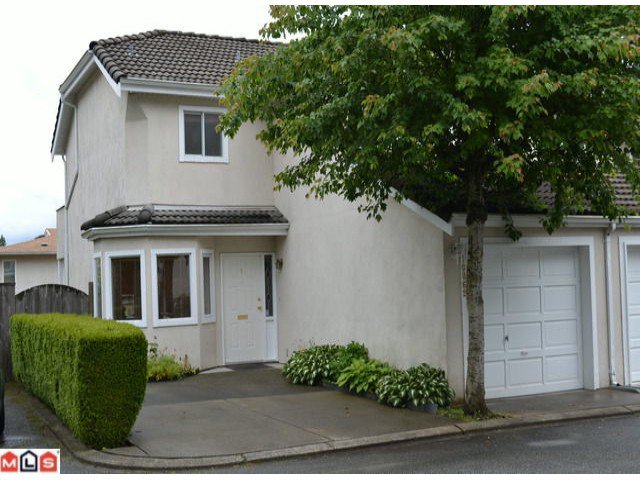 "Main Photo: 1 10062 154TH Street in SURREY: Guildford Townhouse for sale in ""WOODLAND GROVE"" (North Surrey)  : MLS®# F1215581"