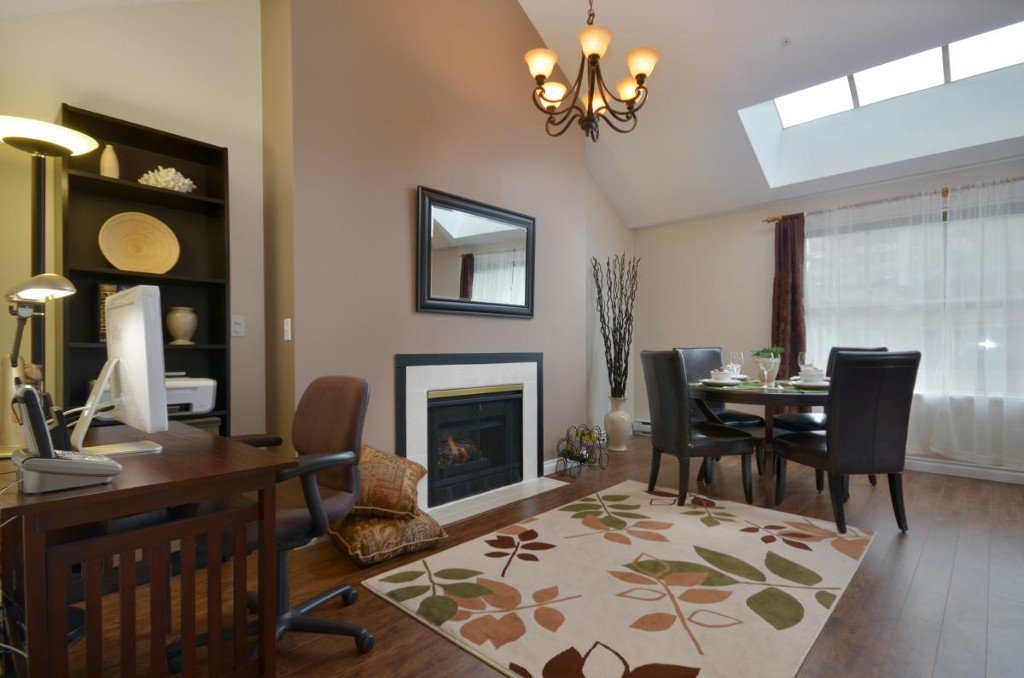 """Main Photo: 408 1188 CARDERO Street in Vancouver: West End VW Condo for sale in """"THE HAMPSTEAD"""" (Vancouver West)  : MLS®# V957664"""