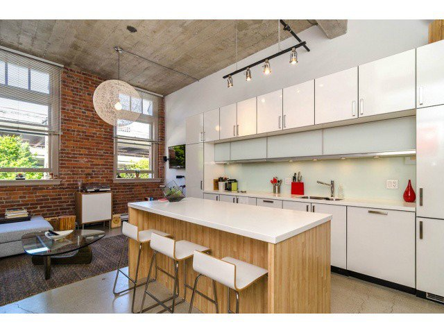 """Main Photo: # 205 546 BEATTY ST in Vancouver: Downtown VW Condo for sale in """"THE CRANE BUILDING"""" (Vancouver West)  : MLS®# V1010837"""