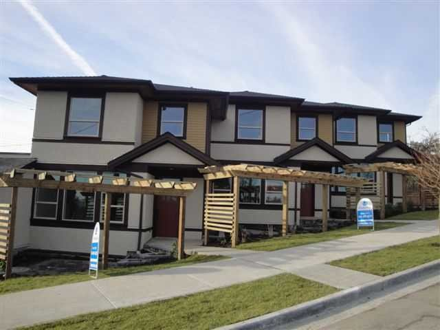 Main Photo: 133 ST DAVIDS Avenue in North Vancouver: Lower Lonsdale House 1/2 Duplex for sale : MLS®# V1027716