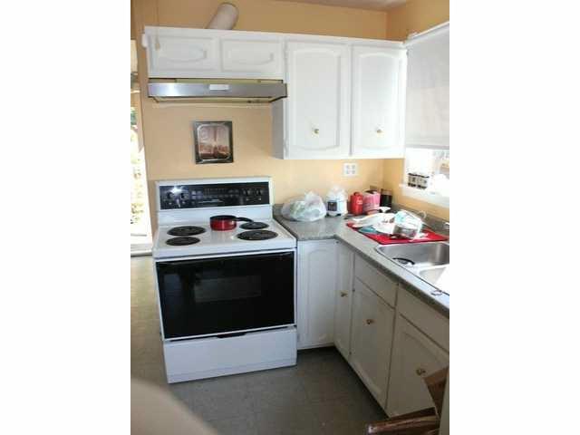 "Photo 13: Photos: 15156 VICTORIA Avenue: White Rock Fourplex for sale in ""WHITE ROCK"" (South Surrey White Rock)  : MLS®# F1418007"