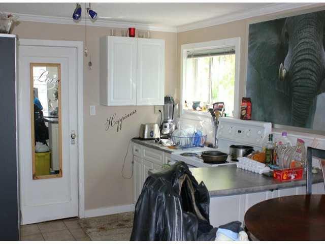 "Photo 18: Photos: 15156 VICTORIA Avenue: White Rock Fourplex for sale in ""WHITE ROCK"" (South Surrey White Rock)  : MLS®# F1418007"