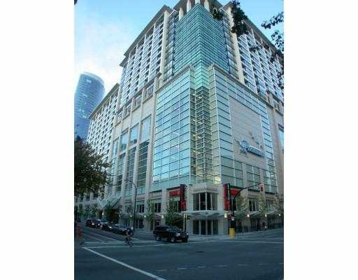 "Main Photo: 938 SMITHE Street in Vancouver: Downtown VW Condo for sale in ""PARAMOUNT"" (Vancouver West)  : MLS®# V621110"