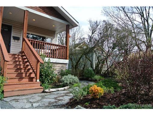 Main Photo: 870 Brett Avenue in VICTORIA: SE Swan Lake Single Family Detached for sale (Saanich East)  : MLS®# 320688