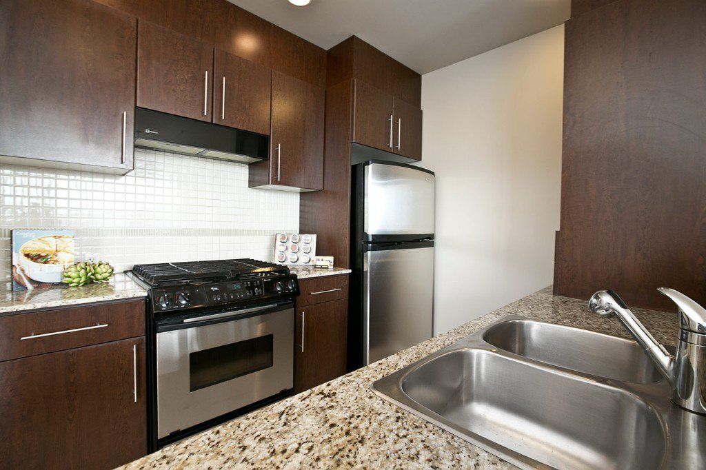 """Photo 11: Photos: 3202 583 BEACH Crescent in Vancouver: Yaletown Condo for sale in """"TWO PARKWEST"""" (Vancouver West)  : MLS®# V1008812"""