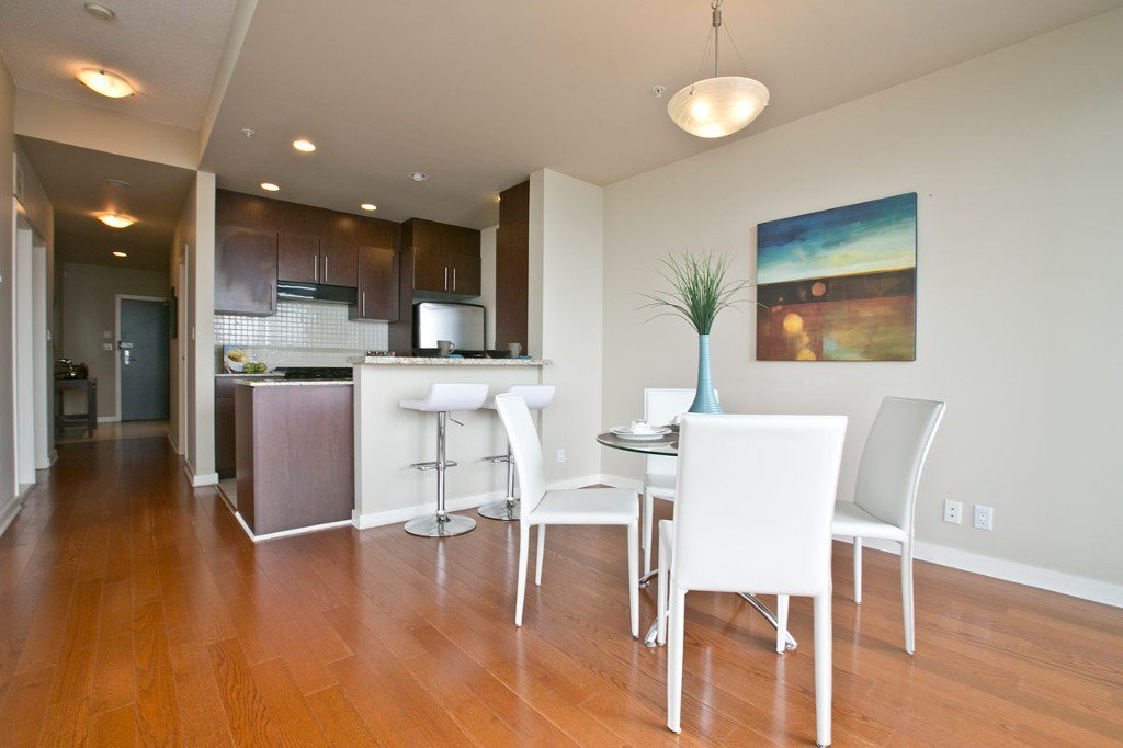 """Photo 8: Photos: 3202 583 BEACH Crescent in Vancouver: Yaletown Condo for sale in """"TWO PARKWEST"""" (Vancouver West)  : MLS®# V1008812"""