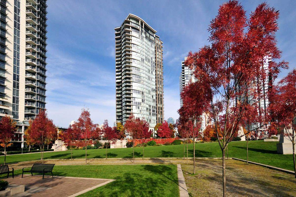 """Photo 2: Photos: 3202 583 BEACH Crescent in Vancouver: Yaletown Condo for sale in """"TWO PARKWEST"""" (Vancouver West)  : MLS®# V1008812"""