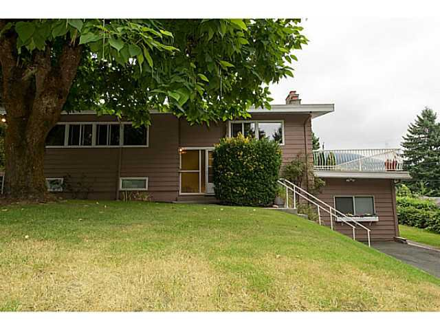 """Main Photo: 4220 CLIFFMONT Road in North Vancouver: Deep Cove House for sale in """"Deep Cove"""" : MLS®# V1081027"""