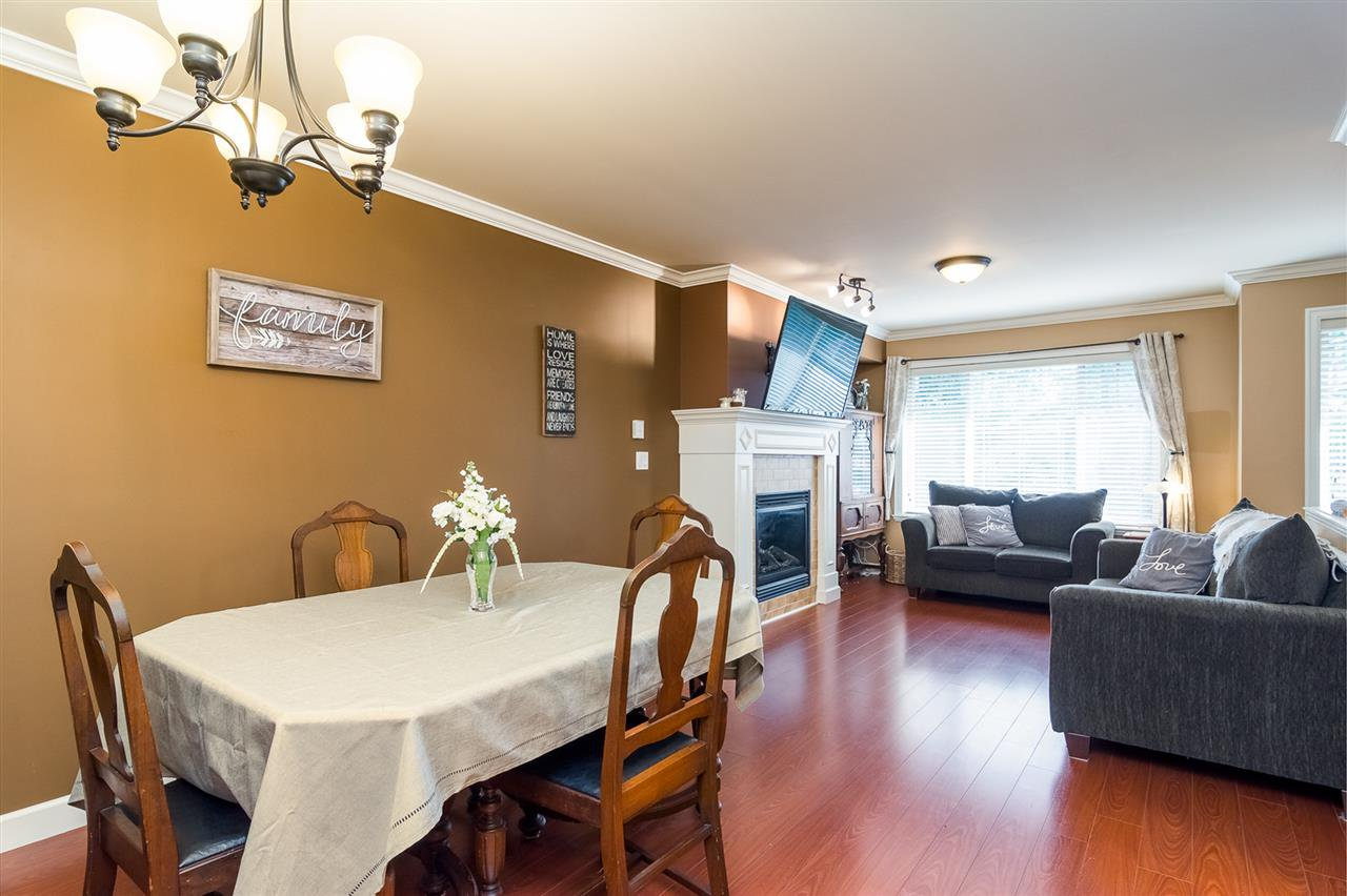 Main Photo: 18 6238 192 STREET in Surrey: Cloverdale BC Townhouse for sale (Cloverdale)  : MLS®# R2316699